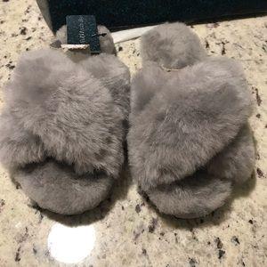 Emu Australia light gray sheepskin slippers NWT